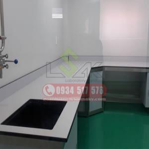 bàn thí nghiệm áp góc